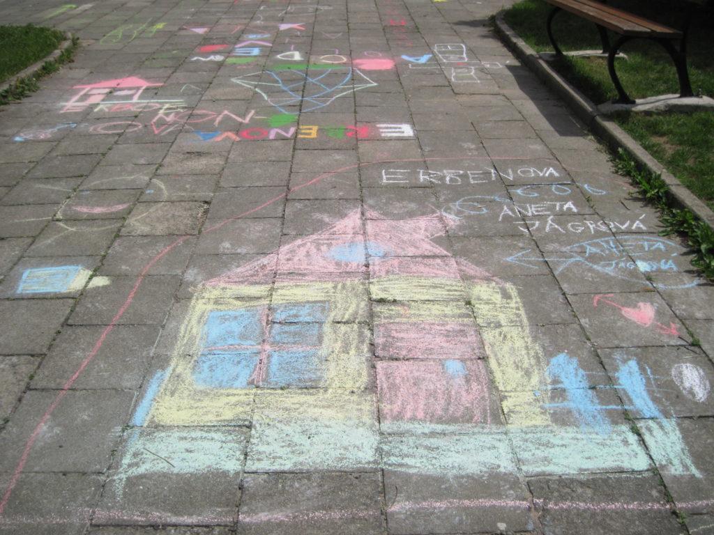 Kreslení na chodníku 1. 6. 2016 014