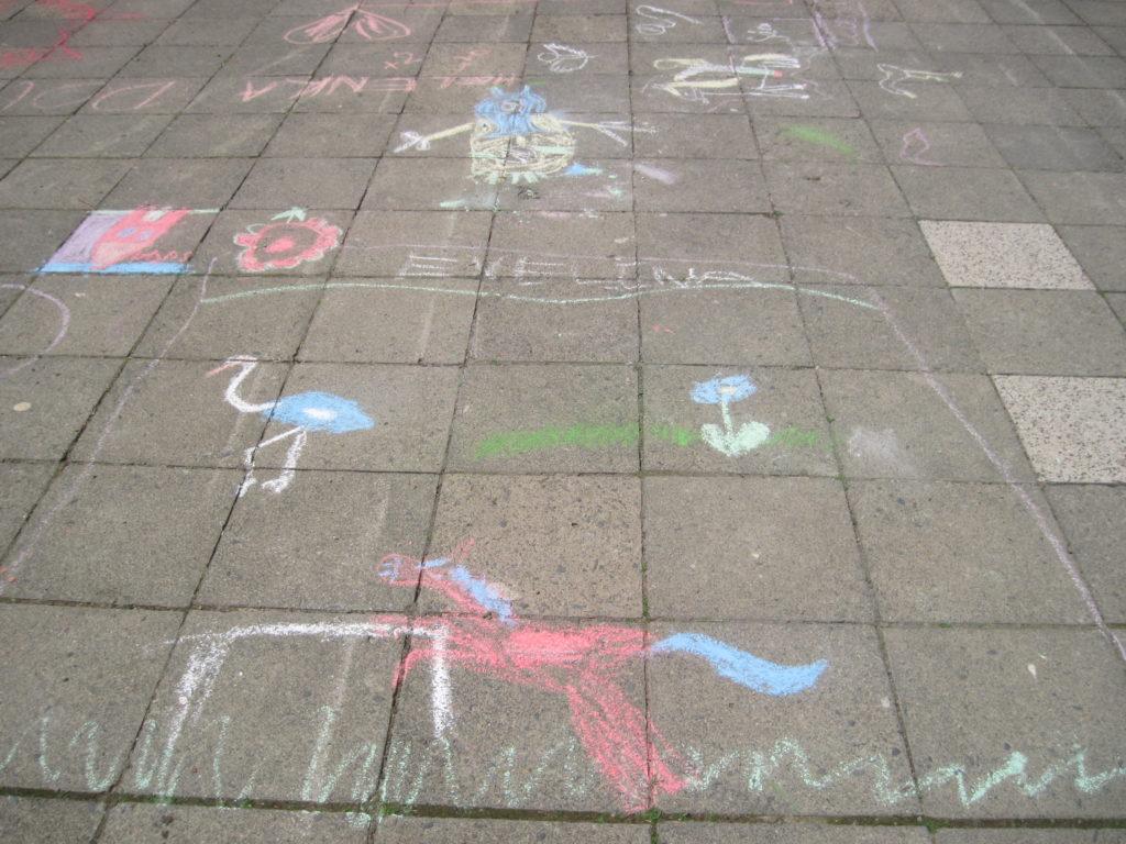 Kreslení na chodníku 1. 6. 2016 016